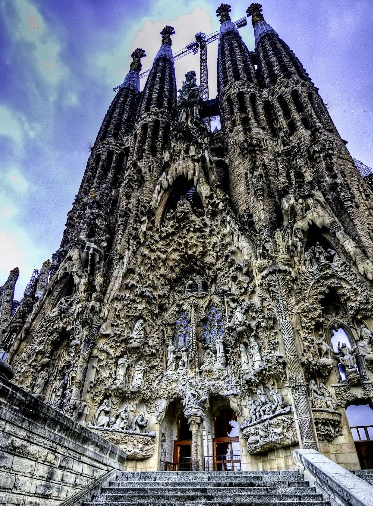 I want to go with oh to barcelona for La sagrada familia en barcelona
