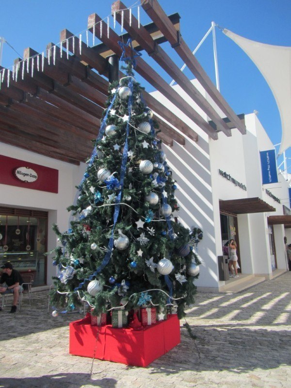 Christmas tree on Quinta Avenida, Playa del Carmen
