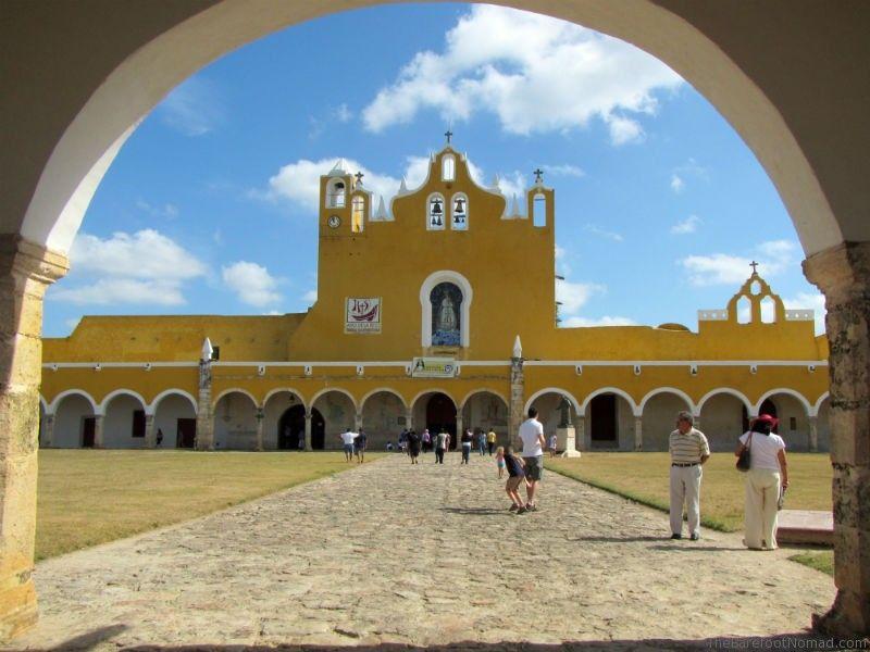 San Antonio de Padua atrium through arch Izamel