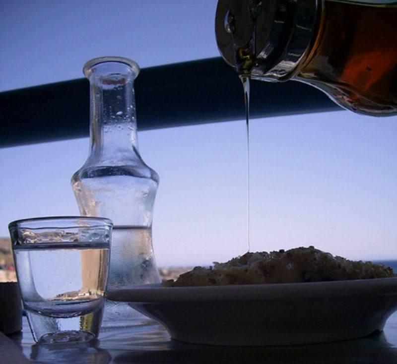 Tsikoudia and Dessert Crete