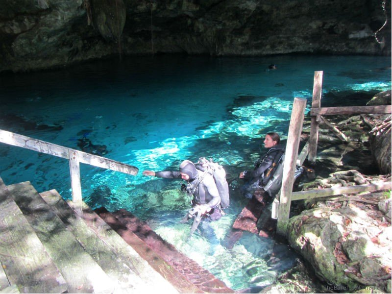 Cenote Dos Ojos Divers going up platform