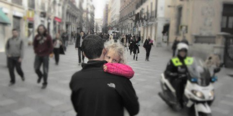 Madrid centro Daddy Carrying little girl