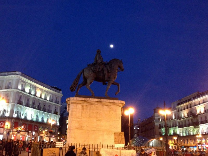 Moon over plaza del sol madrid for Plaza del sol madrid