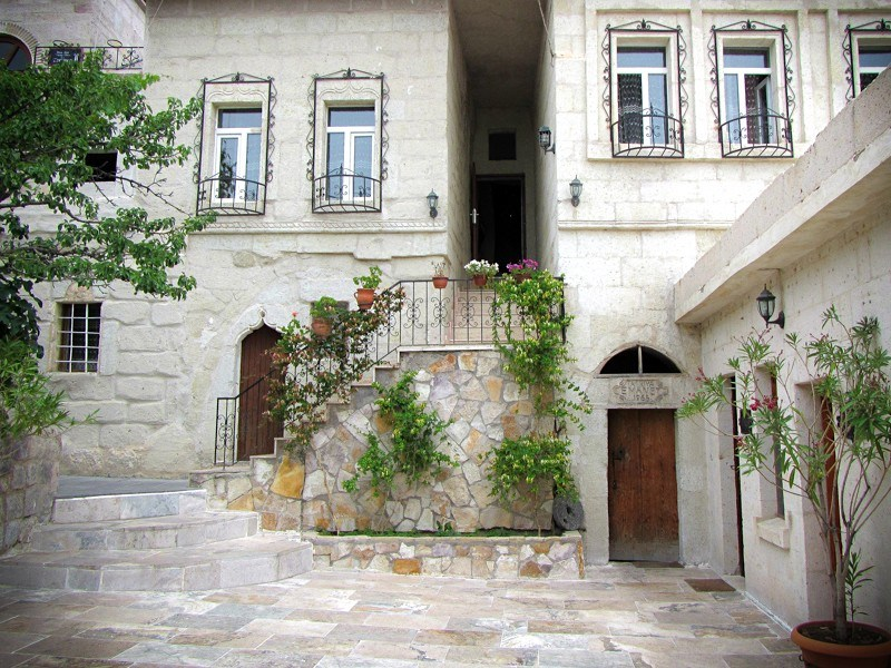 Elysee Cave Hotel Front Courtyard Stairs