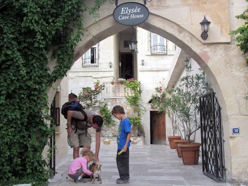 Elysee Entrance Petting Peechoo