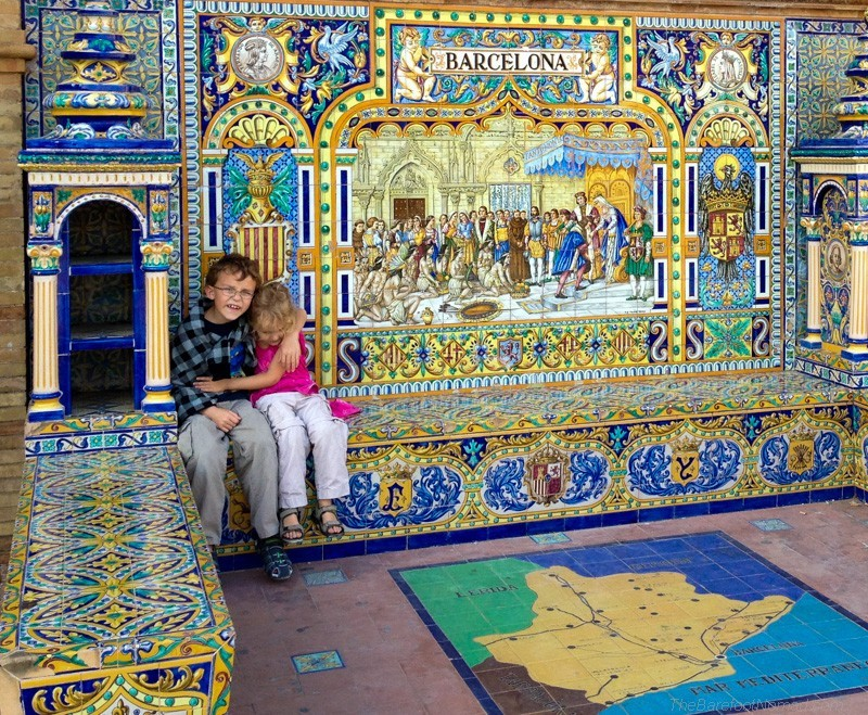 Cuddling by the Barcelona tiles at the Plaza de Espana