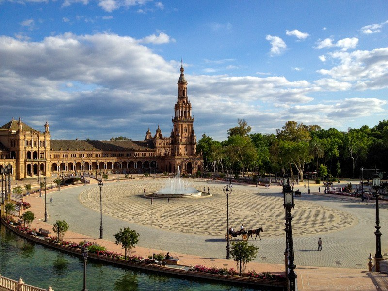 Sweeping view over the Plaza de Espana
