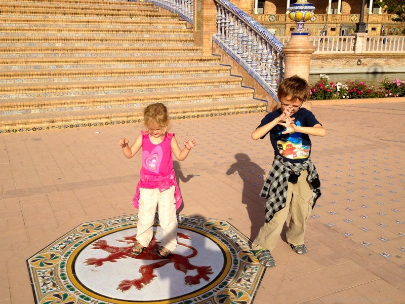 Kids inspired by the painted red  lion at the Plaza de Espana
