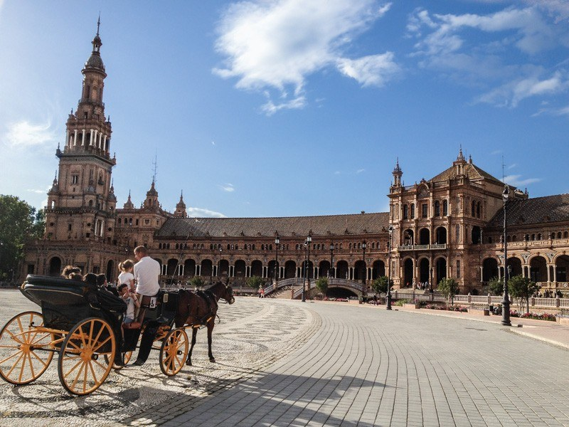A carriage ride in the sun at Sevelle's Plaza de Espana