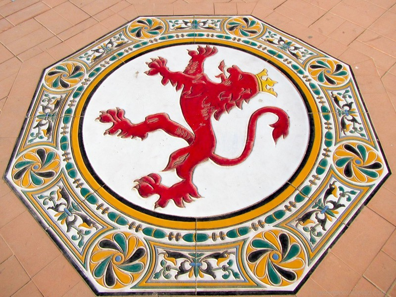 Red lion in tiles at the Plaza de Espana