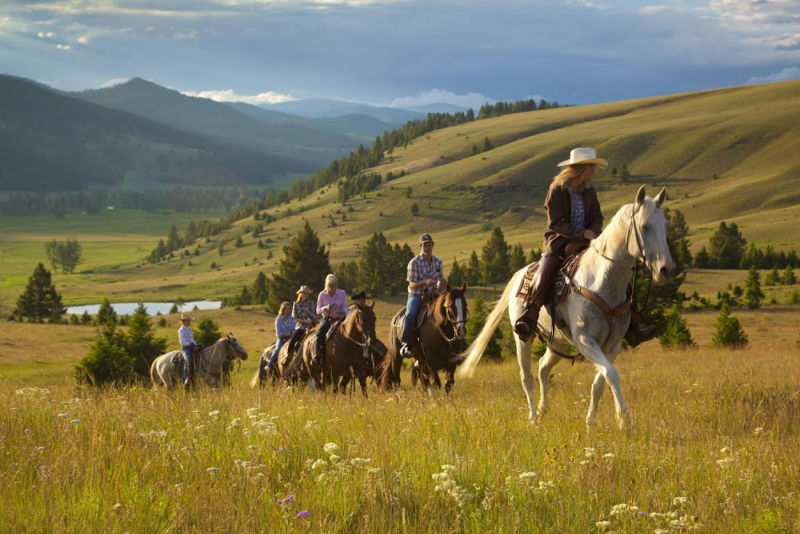 Glamping activities like horseback riding in Montana gets you into nature.