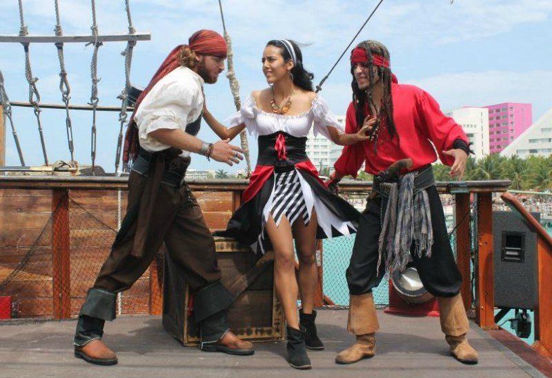 Photo courtesy Pirate Show Cancun
