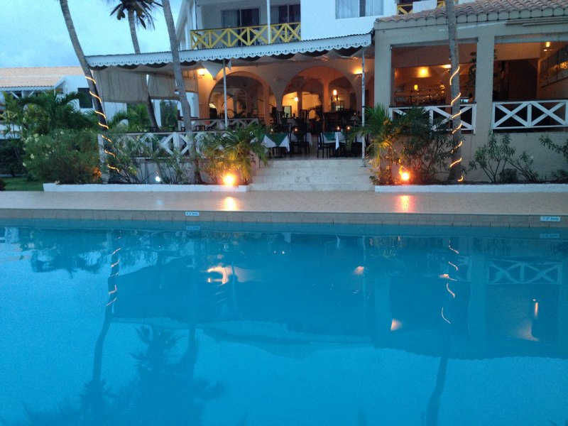 Anacaona pool and lounge
