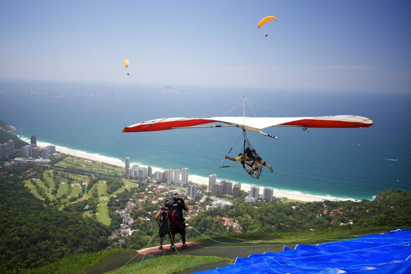 Hang gliding in Sao Conrado Photo by Marcin Wichary
