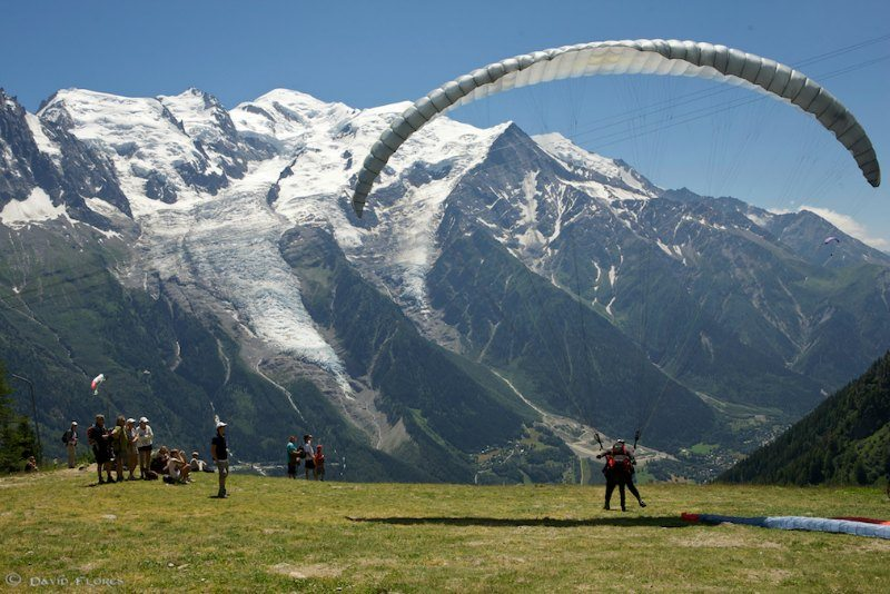 Paragliding in Chamonix-Mont-Blanc Photo by David Flores
