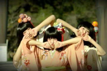 3 dancing girls Yanagawa City Japan