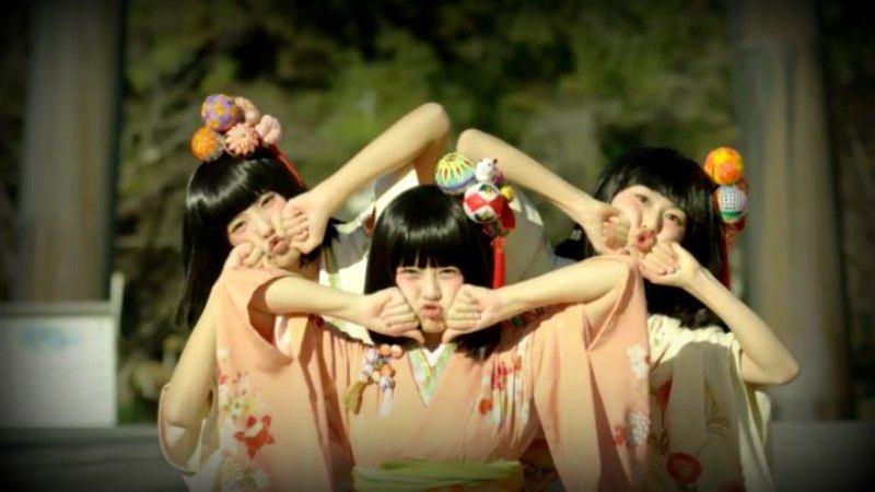 3 dancing girls Yanagawa City Japan