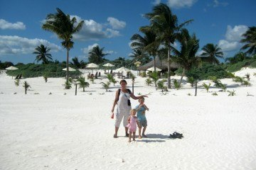 Micki and kids as nomads on a white beach