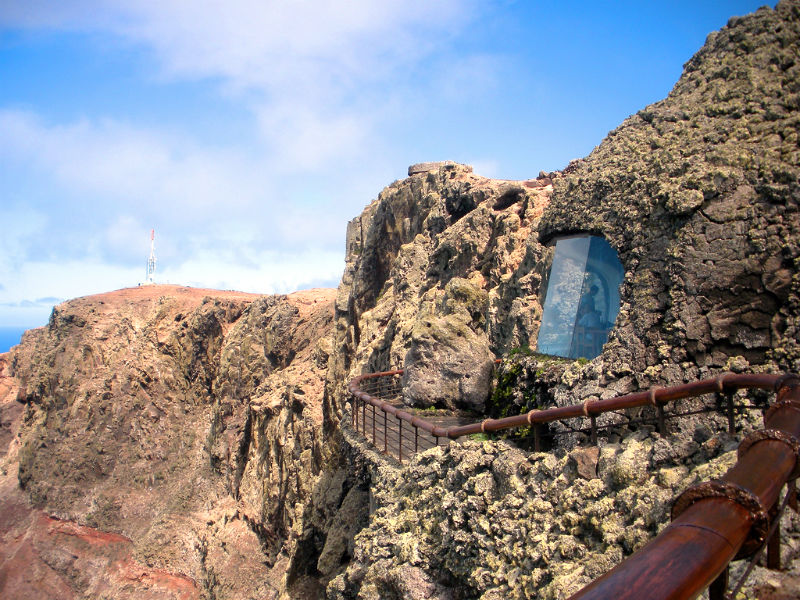 View of the outside rocks and ledge at Mirador del Rio