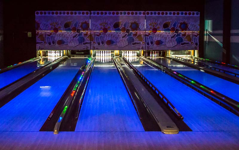 ocean-blue-and-sand-bowling-lanes