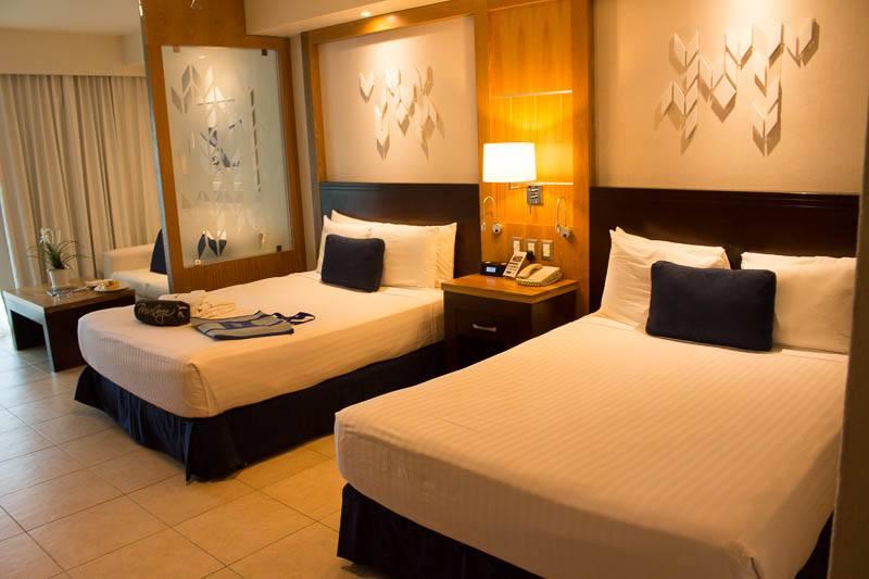 ocean-blue-and-sand-privilege-room