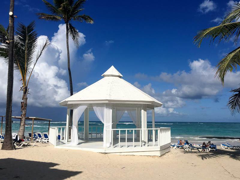 ocean-blue-and-sand-white-veranda