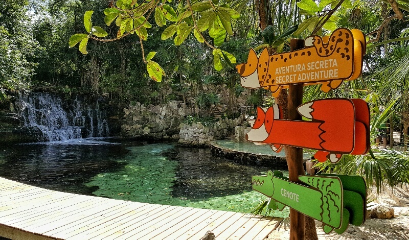 Xcaret Childrens World signs