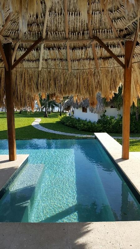 Infinity pool Victoria House San Pedro Belize