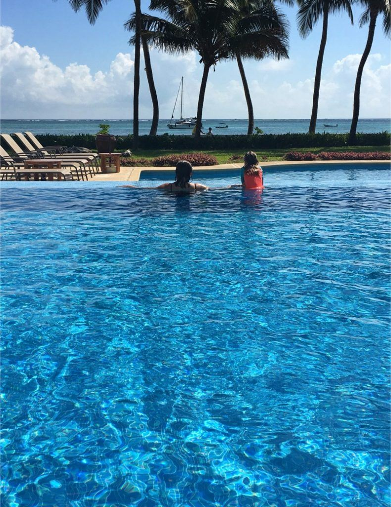 Mom and daughter at the Phoenix Belize Resort infinity pool