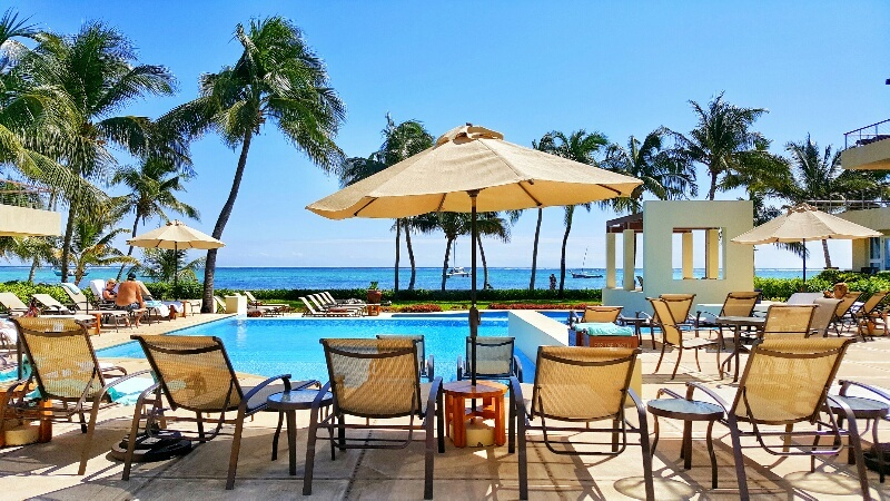 Poolside loungers with view of the ocean T