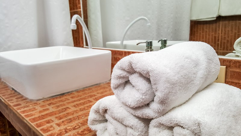 Clean towels and sink at the Hotel Albemarle