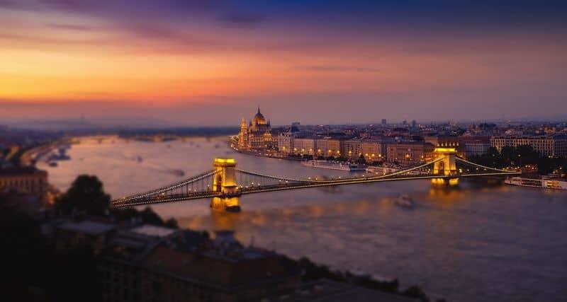 Szechenyi Chain Bridge over the Danube River in Budapest Px