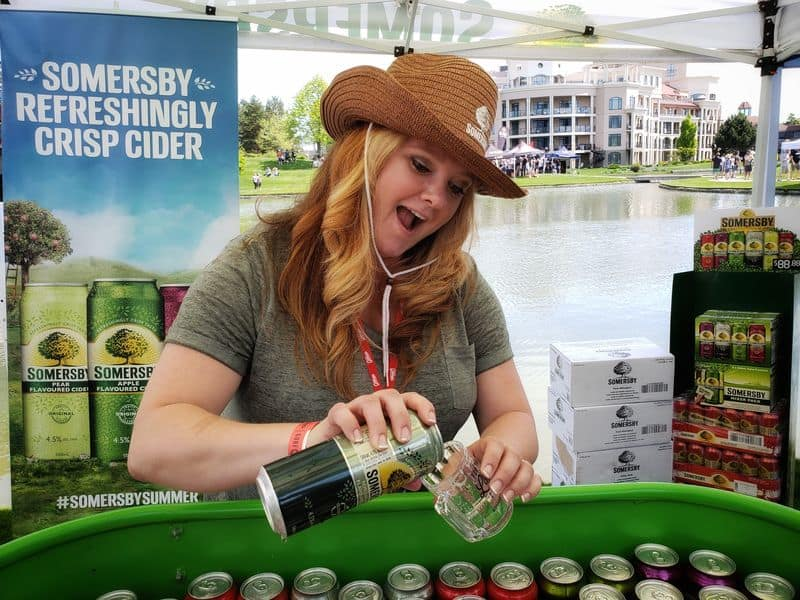pouring sample somersby cider at the GOBF