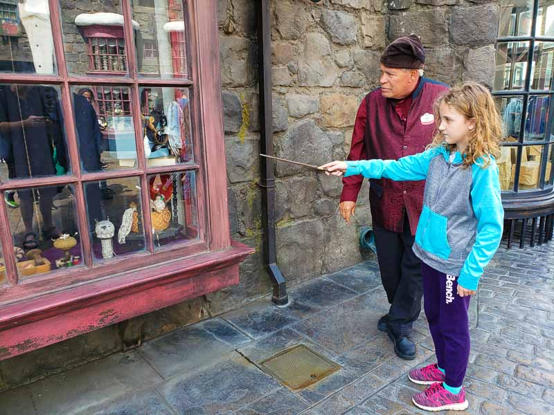 Universal Studios Hollywood Wand Helper
