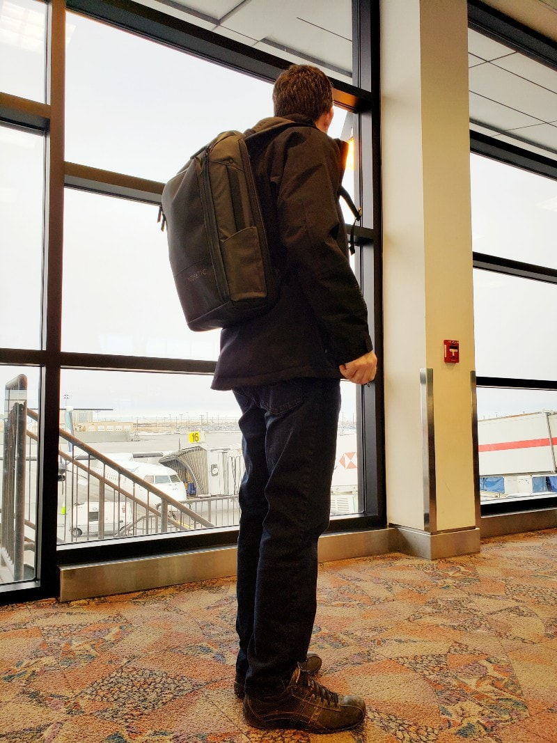 Nomatic backpack man airport