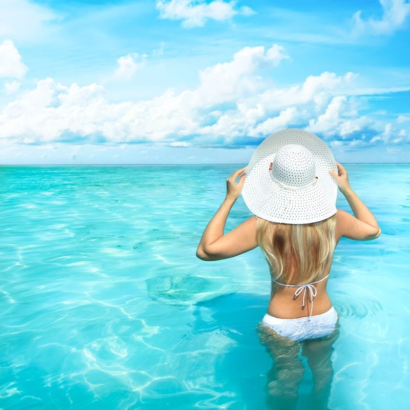 woman in the ocean things to do in Destin Florida