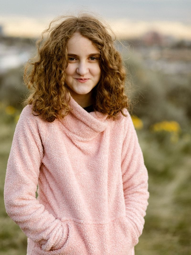Flytographer photo girl in pink sweater